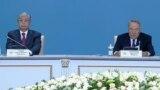 Президент Казахстана Касым-Жомарт Токаев и лидер партии «Нур Отан» Нурсултан Назарбаев. Астана, 23 апреля 2019 года.