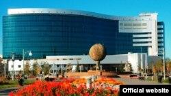 Казакстан парламенти өлкө борборун Алматыдан Акмолого которуу туурасындагы чечимди 1997-жылдын 6-июль күнү бекиткен.