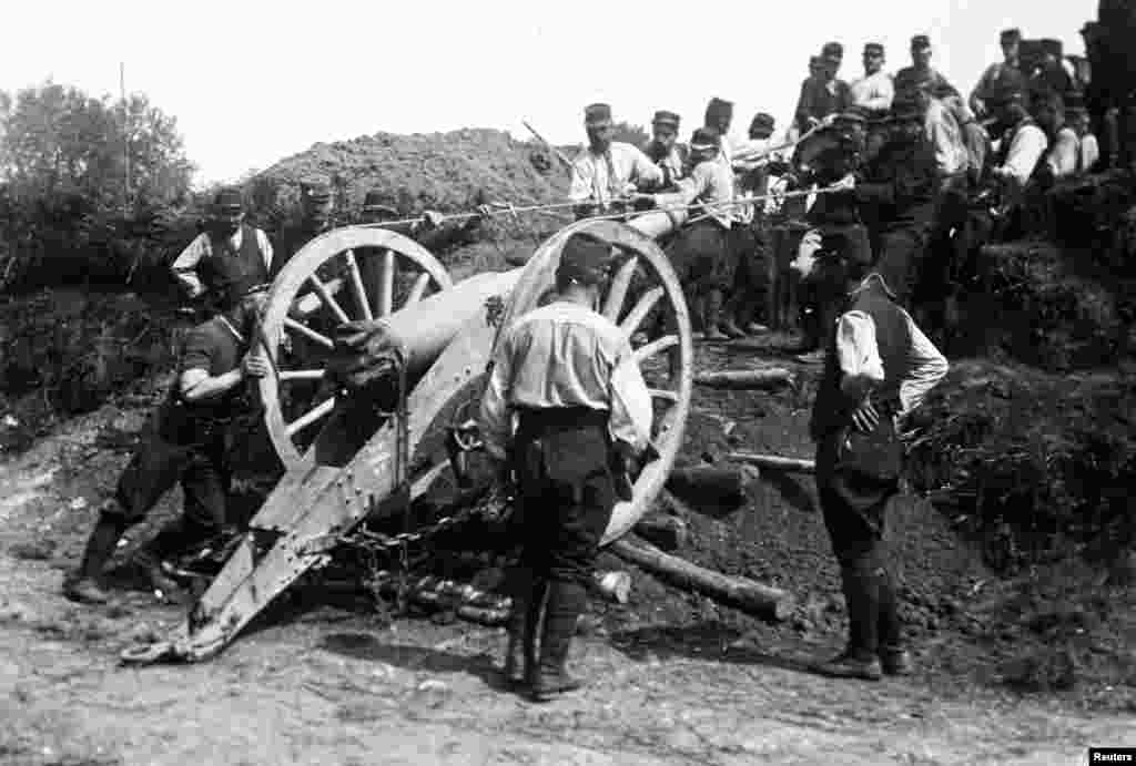An undated photo shows French soldiers moving a 95 mm cannon at an unknown location in France. A viscount in the Armored Cavalry Branch of the French Army left behind a collection of hundreds of glass plates by an unknown photographer that have only recently been published.