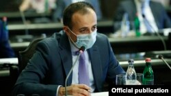 Armenia -- Health Minister Arsen Torosian attends a cabinet meeting in Yerevan, June 4, 2020.