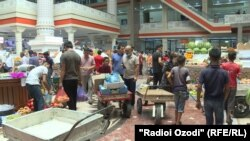 "Рынок ""Мехргон"" в Душанбе накануне праздника Или Курбон"