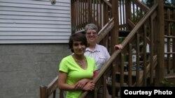 Лори Браунелл с бабушкой Лесли