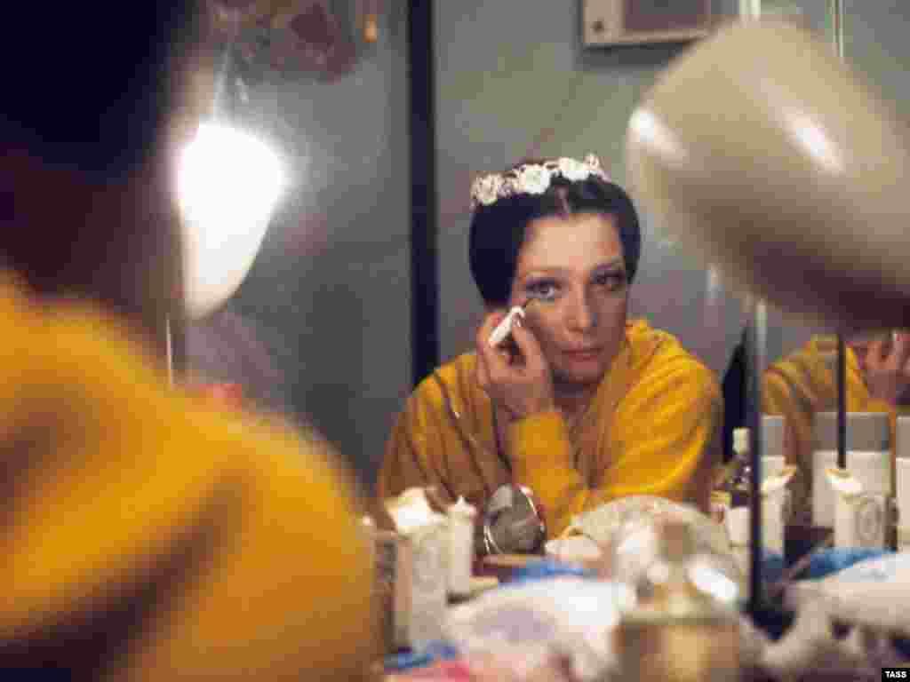 В Москве на 71-м году жизни умерла выдающаяся балерина, хореограф, народная артистка СССР Екатерина Максимова