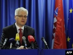 Predsjednik Hrvatske Ivo Josipović na konferenciji za novinare povodom potpisivanja pretpristupnog ugovora, 9. prosinac 2011.