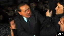 Сильвио Берлускони в декабре 2009 года получил удар в лицо и провел две недели в больнице.