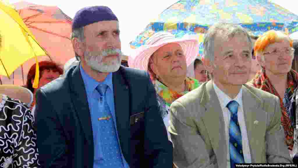 Голова Меджлісу Мустафа Джемілєв (праворуч)