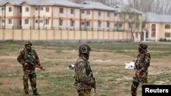 Ushtarët e Indisë e ruajnë një terren në Srinagar ku më herët këtë vit ka pasur të shtëna