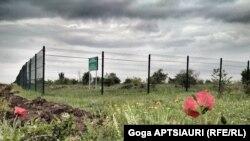 Teritoriu ocupat de Rusia, lângă satul georgian Nikozi, în apropiere de capitala sud-osetină Țhinvali, mai 2018