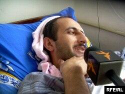 За последние годы Идрак Аббасов несколько раз подвергался давлению. На снимке: Идрак в больнице, 23 февраля 2009