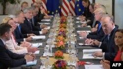 Дональд Трамп зустрівся з Дональдом Туском і Жан-Клодом Юнкером в Брюсселі, 25 травня 2017 рік