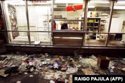 Пошкоджена крамниця після двох днів заворушень у центрі Таллінна, 28 квітня 2007 року
