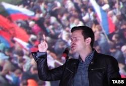 Илья Яшин, член ПАРНАСа, выступает на предыдущей оппозиционной акции в Марьине, 20 сентября 2015 года
