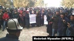 Баткен шаарында митингге чыккандар. 15-январь, 2020-жыл.