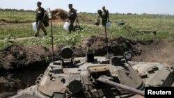 Українські військові на позиціях біля Мар'їнки (архівне фото)