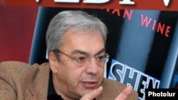 Экс-глава ЦБ Армении Баграт Асатрян (архив)