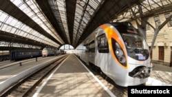 Євген Кравцов додав, що поїзди до Варшави і Перемишля завантажені практично на 90%