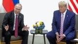 Prezident Wladimir Putin öz amerikan kärdeşi Donald Tramp bilen, Osaka, 28-nji iýun, 2019 ý.