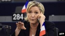 """Франция президенттігіне кандидат, әсіреоңшыл """"Ұлттық майдан"""" партиясы жетекшісі Марин Ле Пен."""