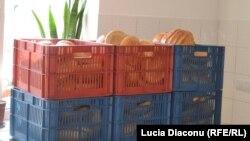 Pâine la o cantină a săracilor de la Chişinău.