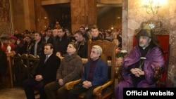 Президент Армении Серж Саргсян, премьер-министр Армении Тигран Саргсян и мэр Еревана Тарон Маркарян на литургии Рождественского Сочельника в церкви Сурб Саргис в Ереване, 5 января 2014 г.