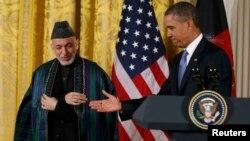 Ауғанстан президенті Хамид Қарзай (сол жақта) мен АҚШ президенті Барак Обама баспасөз мәслихатында. Ақ үй, Вашингтон, 11 қаңтар 2013 ж.