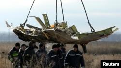 Фрагмент Боинга, потерпевшего крушение под Донецком