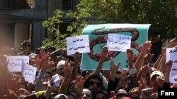 تجمع اعتراضی شهروندان زنجانی در اعتراض به آلودگی هوا