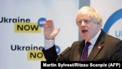 Британський міністр закордонних справ Боріс Джонсон заявив, що Лондон продовжуватиме допомагати навчати українську армію