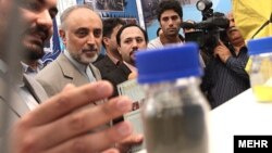 The head of the Iranian Atomic Energy Organization, Ali Akbar Salehi (second from left), visits an exhibition of Iran's nuclear technology. (file photo)