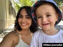 20-летняя Гульшан Шарифова с сыном.