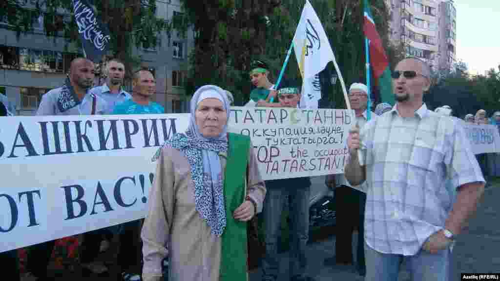 Фәүзия Бәйрәмова пикетчылар арасында