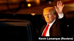 Трамп може бути усунений з посади, якщо слідство доведе, що він платив ARGENTINA - U.S. President Donald Trump arrives ahead of the G20 leaders summit in Buenos Aires, Argentina November 29, 2018