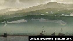 Один из островов Северной группы Курил, Парамушир, Россия