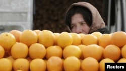 Раньше можно было получить за килограмм мандаринов 60 тетри, а теперь от 20 до 40