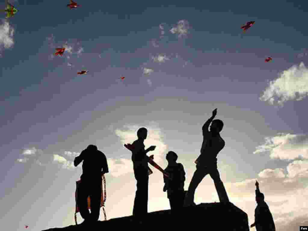 Iran - Zmajevi - U Hamadanu je održan tradicionalni festival zmajeva.