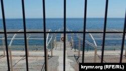Паркан біля санаторія «Чорномор'я» в Лівадії