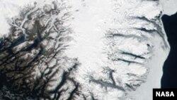 Одним из тех мест Гренландии, где идет наиболее быстрое таяние ледового панциря, является ее южная оконечность.