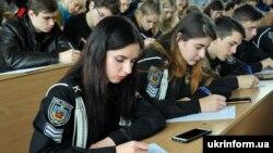 За даними Суспільного мовника, радіодиктант написали та надіслали для перевірки близько 5 тисяч людей по всій Україні