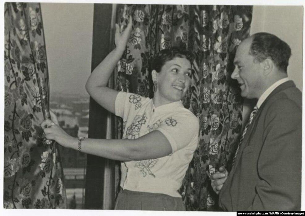 Актриса Клара Лучко и ее муж актер Сергей Лукьянов. 1952 год