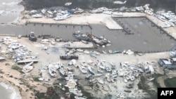 «Դորիան» փոթորիկի հետևանքով ցաքուցրիվ եղած և շրջված նավակներ Բահամյան կղզիներից մեկում, 2-ը սեպտեմբերի, 2019թ․,