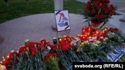 """Цветы в память о погибшей команде """"Локомотив"""" (Ярославль)"""
