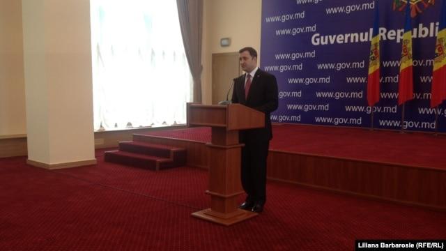 Vlad Filat, făcând anunţul la Guvern
