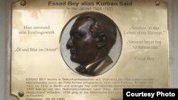 Mormantul lui Essad Bey (alias Lev Nussimbaum) din Positano, Italia.