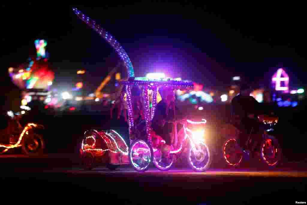 Burning Man – это вызов консерватизму. Любое безумие и выход за рамки традиционных общественных норм здесь только приветствуется.