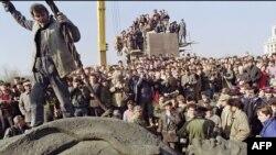 Căderea lui Lenin la București în martie 1990