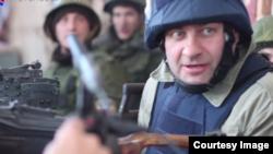 Российский актёр Михаил Пореченков среди сепаратистов в аэропорту Донецка.