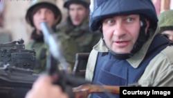 Михайло Порєченков зі зброєю в Донецьку
