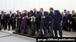 Сегодня в два часа дня в присутствии лидеров пяти государств состоялось открытие обновленной магистрали Баку-Тбилиси-Карс