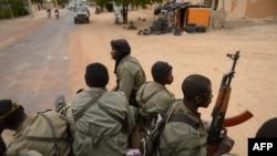 Радикалды исламшыл топтармен соғысып жүрген Мали солдаттары. Мали, 28 қаңтар 2013 жыл. (Көрнекі сурет)