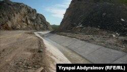 Қырғызстанның шекара маңындағы каналдарының бірі. (Көрнекі сурет.)